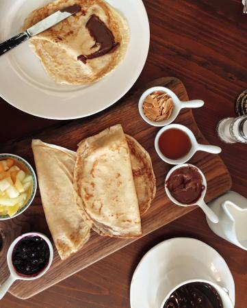 Crepes with almonds seasonal fruit syrup and nutella for Lunch entre amis