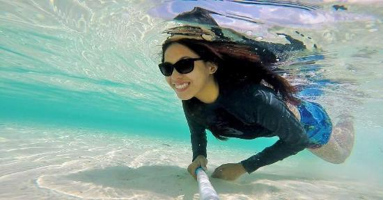 Panglao Island, Filippinerna: Crystal clear water and pure white sand!