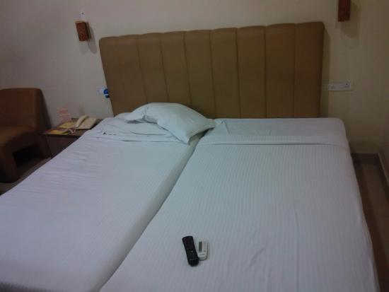 Hotel Sitara Grand Kukatpally: Bed