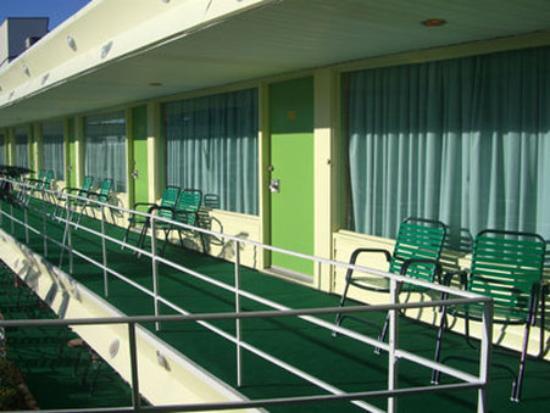 Caribbean Motel: Exterior