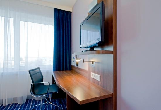 Holiday Inn Express Amsterdam-Sloterdijk Station: Free fast and strong wireless internet