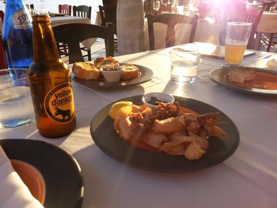Ammoudi Fish Tavern: ужин на закате
