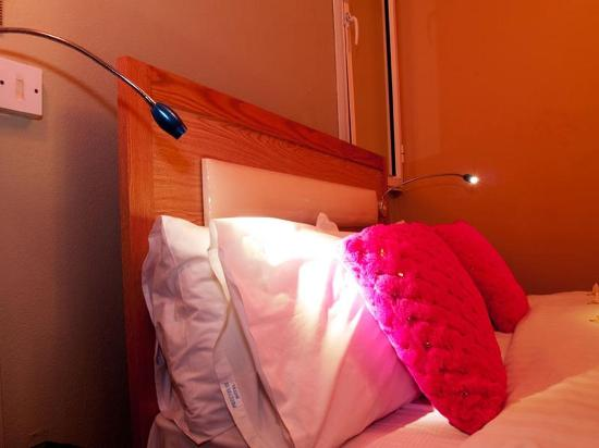 Pereybere Hotel & Apartments: Guest room