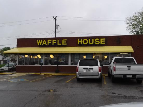 Sellersburg, Indiana: Waffle House!