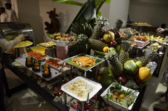 buffet picture of araliya green hills hotel nuwara eliya rh tripadvisor ca