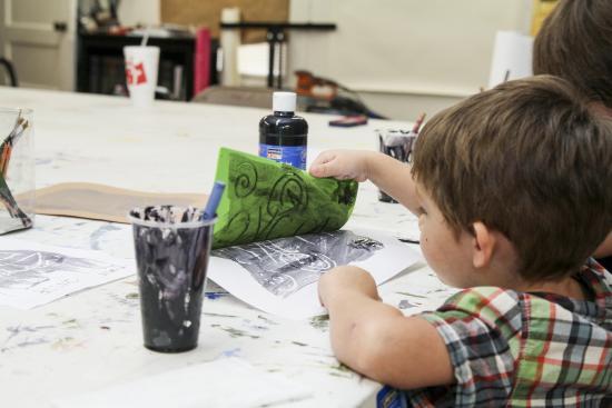 Μονρόε, Λουιζιάνα: Printmaking at the Children's Free Drop-in activity