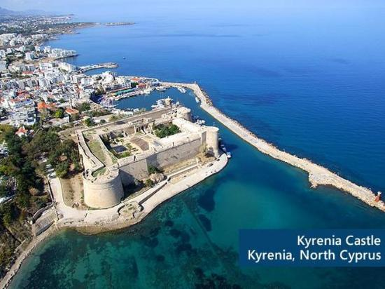 Denizkizi & Denizkizi Royal Hotel: The Kyrenia Castle