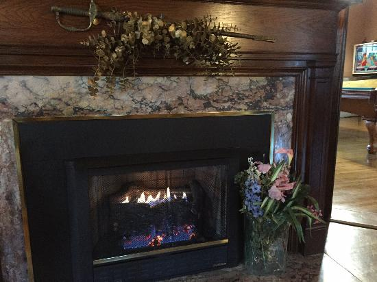Mexico, MO : Fireplace in the Parlor