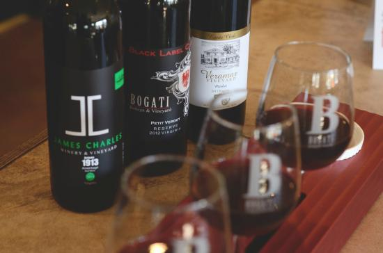 Round Hill, Wirginia: Bogaty family red wines available for flight tastings