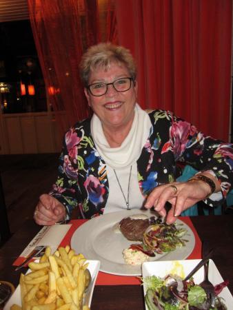 Brouwershaven, Países Bajos: Tournedos met sla en friet