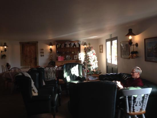 Bluebell Hill Farm: Liking The Relaxed Interior