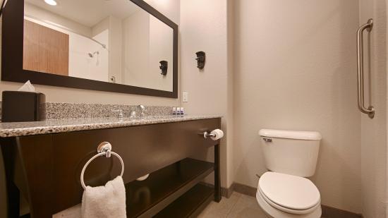Madill, OK: Bathroom