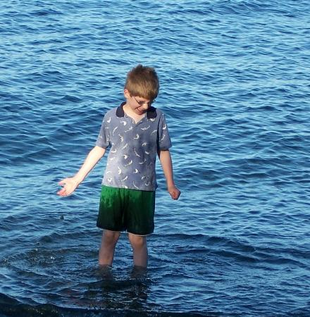 Nanaimo, Canada: Swimming is possible,cool water