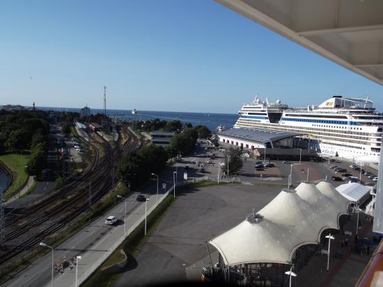 Hafeneinfahrt bild von warnem nde rostock tripadvisor for Hotel aja warnemunde