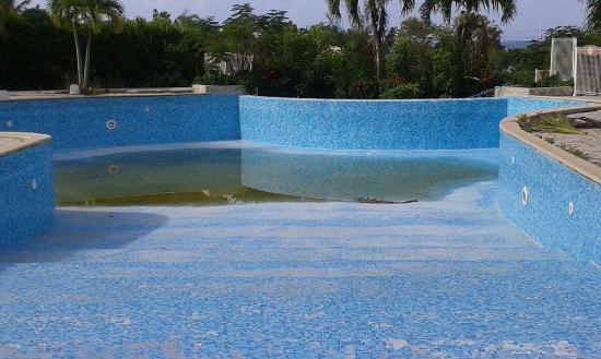 Sainte- Anne, Martinique : piscine
