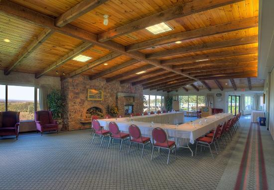 Old Orchard Inn Spa Fireside Lounge Conference Centre