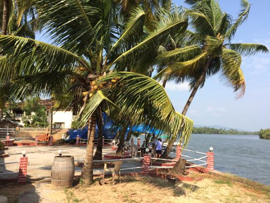 River View Restaurant: Up river view