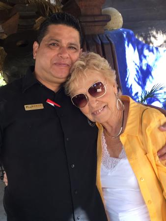 Tropicana Inn: Manuel