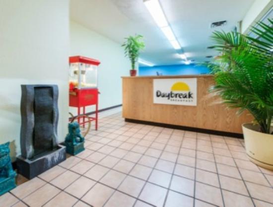 Days Inn Frankfort : Front Lobby