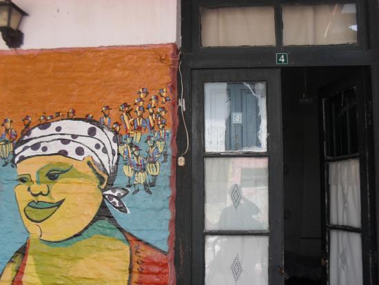Hostel El Espanol: Painel de entrada do quarto