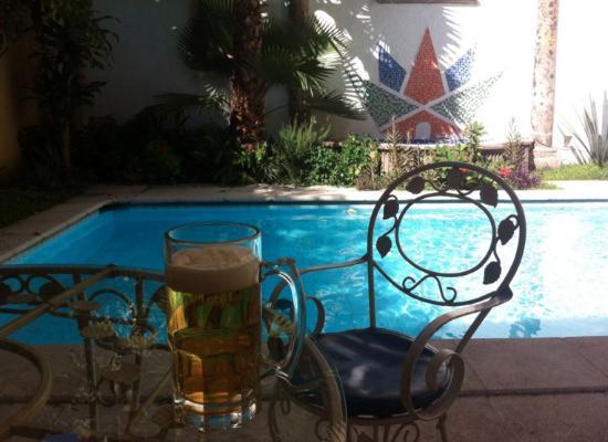 Hostel Tequila Backpacker: El bar del hostal te permite relajarte mientras mandas correos de trabajo intensos!