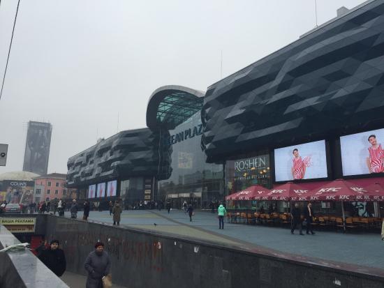 Ocean Plaza: Площадь перед ТРЦ