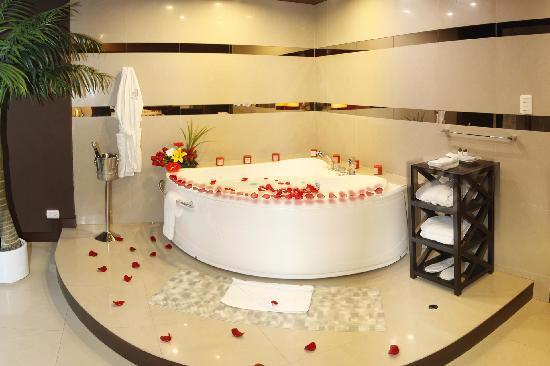 Foto de hotel ginebra lima jacuzzi en habitaci n for Hoteles con microondas en la habitacion