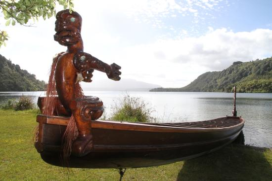 Backgrounder: Waka – New Zealand's first boat - Tourism New ...