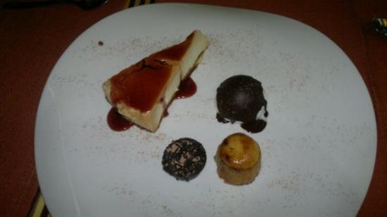 Cortes de la Frontera, Espagne : The pudding which was rich, gorgeous and perfect for two!