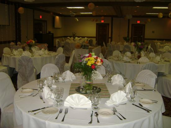 Holiday Lodge Hotel & Conference Center: Ballroom