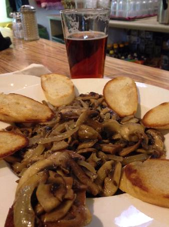 Green Springs Inn and Mountain Cabins Restaurant : Sauteed Mushrooms with Garlic and Bruschetta
