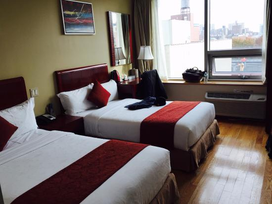 Asiatic Hotel - Flushing: room is pretty clean