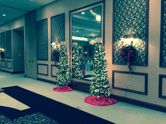 Plymouth, IN: Holiday Decorations in Conference Room