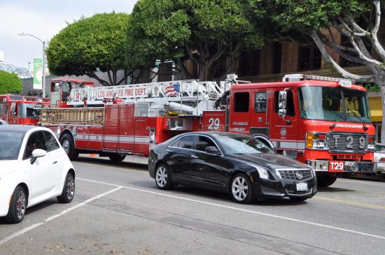 Larchmont Village : The firefighters park in the middle lane to ger their lunch