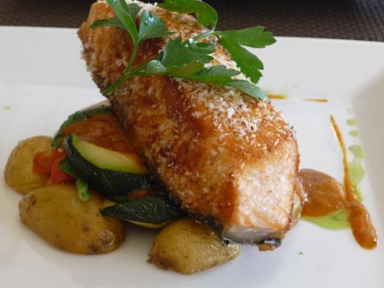 Jose's restaurante e bar: Coconut salmon