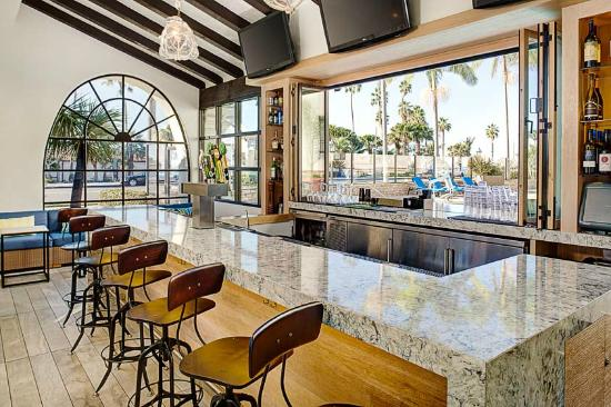 Hyatt Centric Santa Barbara: Poolside Bar