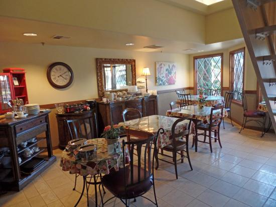 San Luis Creek Lodge: The breakfast area