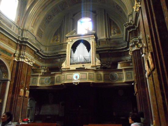 Bagnoregio, Italie : L'organo in fondo alla chiesa