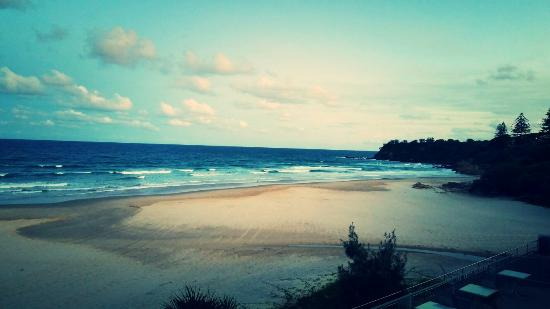 Coolum Beach, Australia: The view from our table, just beautiful and so relaxing :)