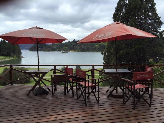 Club Social Llao Llao: Vista de la terraza con vista al Nahuel Huapi