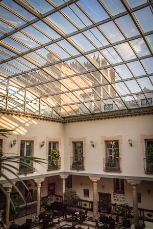 Palacio de Los Velada: Glass ceiling in the dining room with view of the Cathedral of Avila