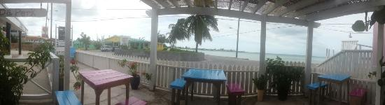 da Perk Coffee Shop: Breath taking views while we brunch down with quaint colonial breakfast and tea