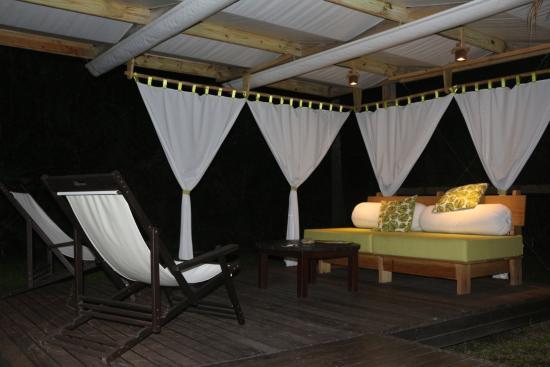 Место для отдыха перед бунгало