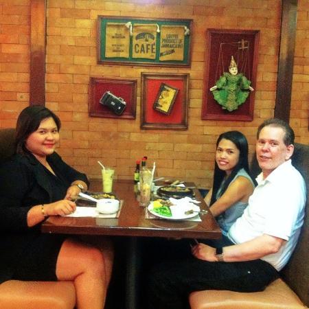 Bigby's Cafe: My friend Marja and my fiance at Bigby's