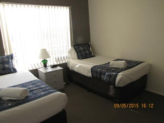 Apollo Luxury Apartments: Second Bedroom have 2 singles