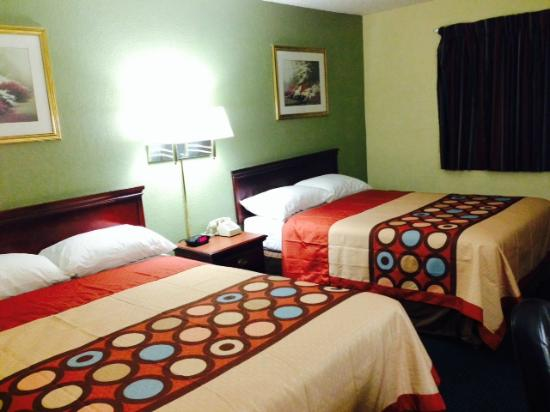 Super 8 Warner Robins : Two Queen Beds (upgraded)