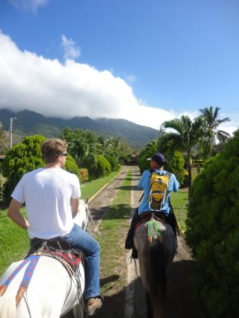 La Omaja Hotel And Restaurant: Riding to San Ramon Waterfall (So close we departed from the hotel)