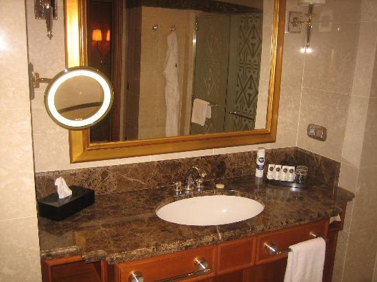 Oguzkent Hotel Bathroom Magnifying Mirror