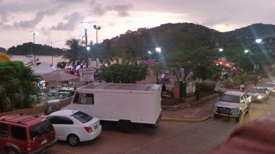 Playa Principal (Playa del Puerto): Town square, basketball court