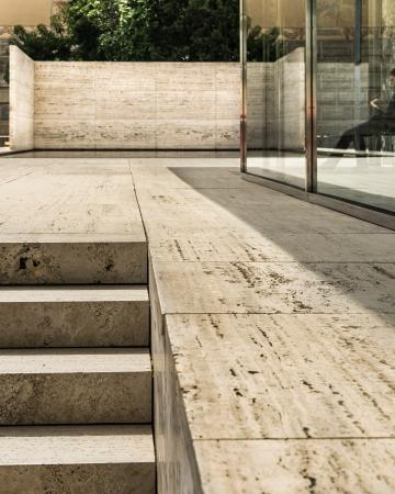 pabellon mies van der rohe stairs